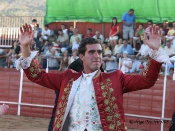 Em Falar de Toiros: a história de vida de António de Almeida