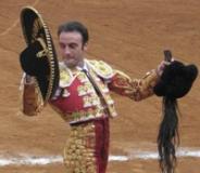 Enrique Ponce triunfador em Quito