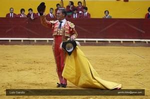 Vitor Mendes triunfador na ultima do Coliseu de Redondo.